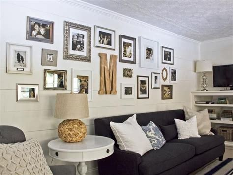 creating  long gallery wall cottage style living room
