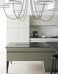 Plan De Travail 90x200 : un plan de travail en verre noir pour une cuisine design ~ Melissatoandfro.com Idées de Décoration