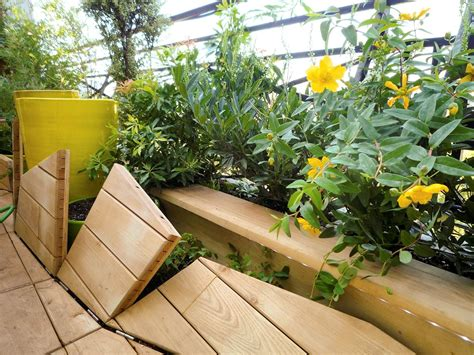 cr 233 er une terrasse en bois au sol articul 233