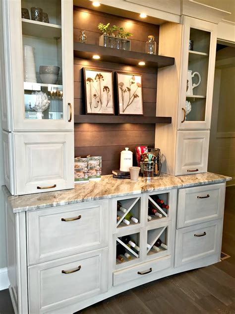 Small Bar Area In Kitchen by Let S Walk Through Some Gorgeous Houses From Thrifty