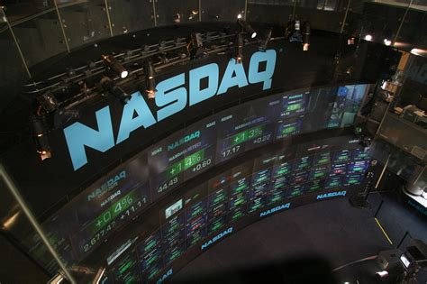 Şəkil:NASDAQ stock market display.jpg — Vikipediya