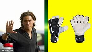 Mexican goalkeeper Guillermo Ochoa has 6 fingers on his ...