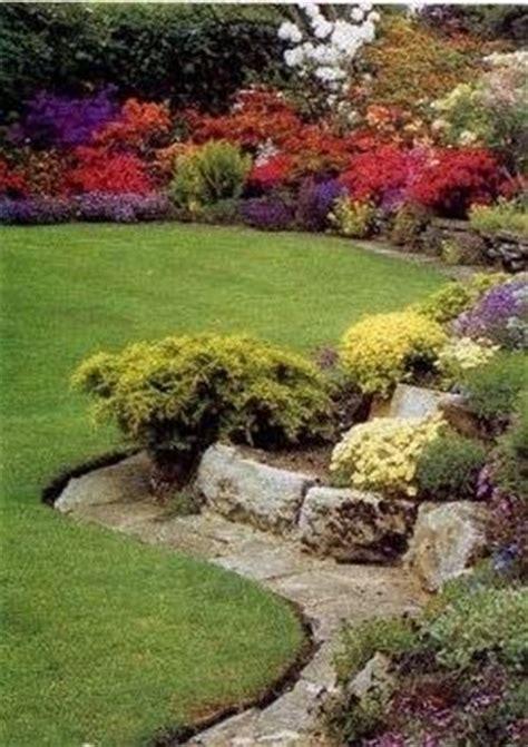 pietre per giardino roccioso giardino roccioso composizione fiori