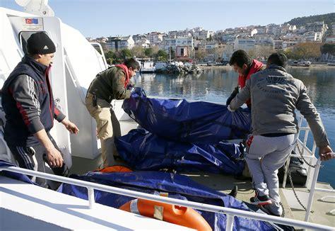 Turkey Refugee Boat Sinks by Turkey Refugee Boat Sinks Off Turkey S Western Coast 20
