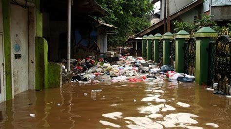 diterjang banjir tiga rumah warga  balekambang rusak metro tempoco