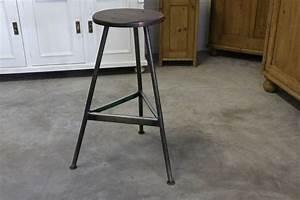 Vintage Industrial Möbel : hocker industrial style antik ~ Markanthonyermac.com Haus und Dekorationen