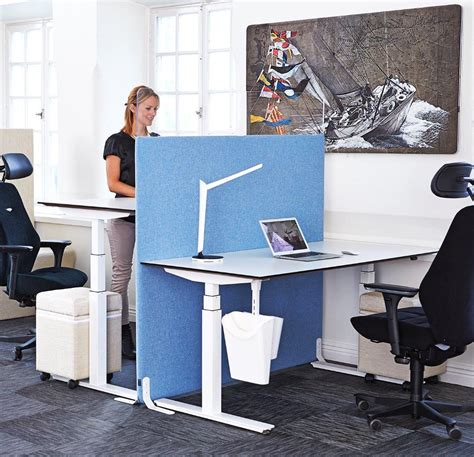 position ergonomique au bureau travailler debout au travail bureau reglable hauteur