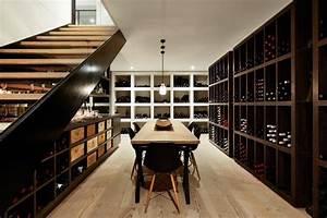 Renovation contemporaine d39une maison des annees 60 for Cave a vin contemporaine