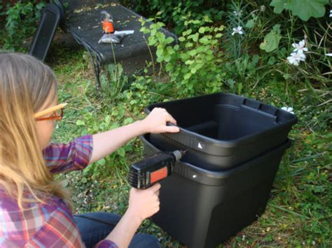 worm farm bin build diy plans composting farming vermicomposter modern vermicomposting plan holes helpful drill garden lid farmer bit theselfsufficientliving