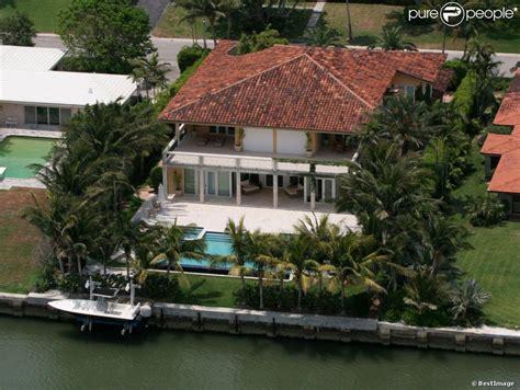 le chanteur enrique iglesias a vendu sa maison de miami pour 6 7 millions de dollars en octobre
