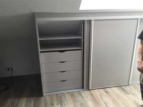 armoire sous pente blanc table de lit