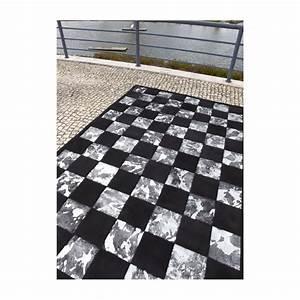 damier tapis patchwork en peaux cuir vache petits carres With tapis peau de vache avec canape relax cuir blanc