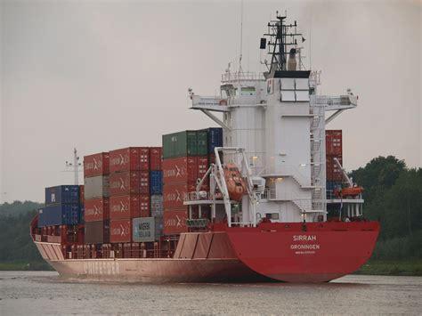 """Das containerschiff """"mv ever given hat sich im suezkanal quer gelegt. Das Containerschiff SIRRAH auf dem Nord-Ostsee-Kanal Foto ..."""