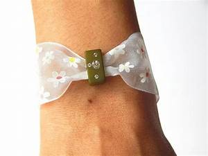 bracelet quotnoeuds papillonquot en satin fleuri de With chambre bébé design avec noeud papillon fleuri