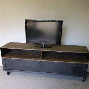 Casier Vestiaire Industriel : meuble tv acier bois ancien vestiaire mes envies de d co pinterest tvs ~ Teatrodelosmanantiales.com Idées de Décoration