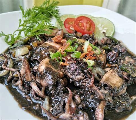 Cumi cumi atau sering juga disebut sebagai cumi merupakan bahan masakan yang memiliki nilai gizi yang cukup lengkap. Resep Simple Tumis Cumi Hitam yang Lezat dan Bergizi