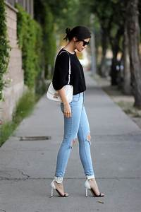 Outfit With Light Blue Ripped Jeans