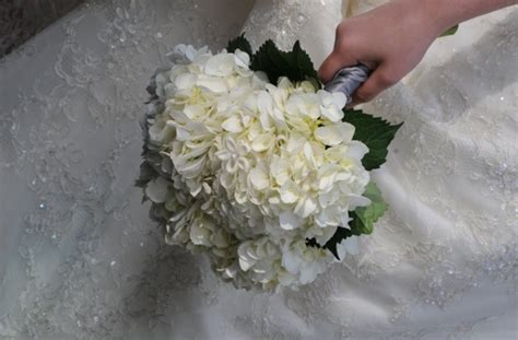 Bouquet Bridal White Hydrangea Wedding Flower Ideas