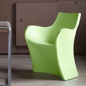 Petit Fauteuil Design : woopy petit fauteuil design b line en poly thyl ne id ale pour l 39 ext rieur sediarreda ~ Teatrodelosmanantiales.com Idées de Décoration