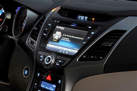 hyundai elantra sedan brings classy led  tech updates features   pricing