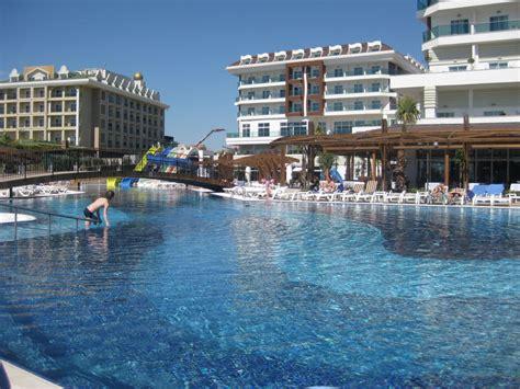 "Bild ""kunst Am Essen"" Zu Adalya Ocean Deluxe Resort In. Hotel Claudiani. Alpaga Hotel. Paradise Palms Hotel. Hotel Toshali Royal View. Camellia Lodge Guest House. Hotel Al Camin. Apartamentos Lomas De Campoamor. Hotel Marina"