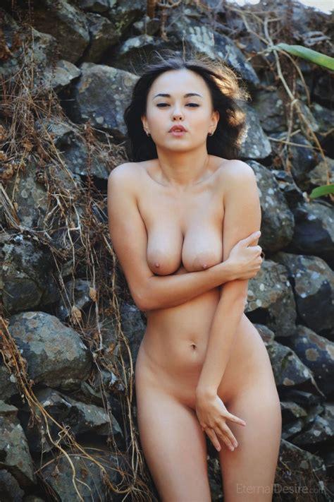 Li Moon Naked In Heels Outdoors