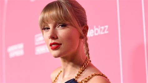 Has Taylor Swift Changed The 'Love Story' Lyrics? - Capital