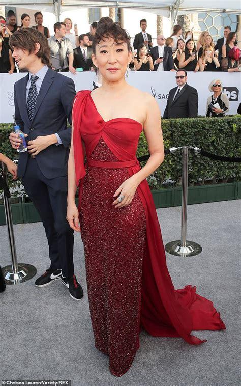 sandra oh red dress designer sag awards sandra oh breaks down in tears as she wins
