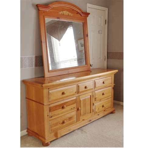 Broyhill Fontana Dresser Measurements by Broyhill Quot Fontana Quot Dresser And Mirror Ebth