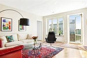 deco murale salon 27 idees pour les interieurs blancs With tapis rouge avec ensemble fauteuil canapé
