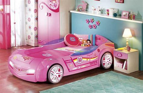 chambre bébé cars le lit voiture pour la chambre de votre enfant archzine fr