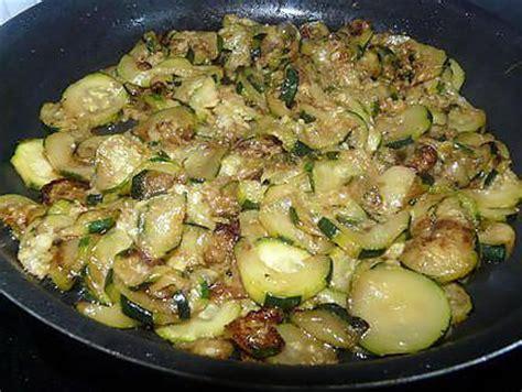 cuisiner les courgettes à la poele recette de gratin de courgettes aux knackis facile et rapide