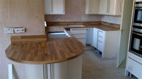 wood effect laminate worktops fitted  upstandsjpg