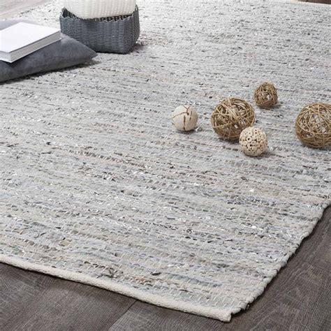 tapis en cuir beige et gris 140 x 200 cm basics maisons