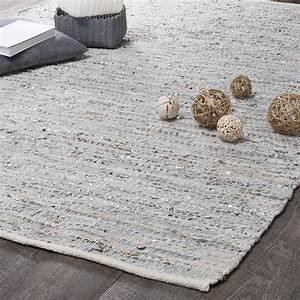 tapis en cuir beige et gris 140 x 200 cm basics maisons With tapis salon maison du monde