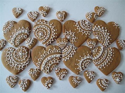 decoration biscuit de noel gingerbread cookies with lacy icing design beautiful pretty cookies