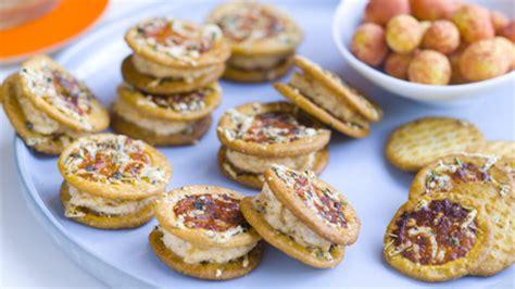 192 Notre Gout Sandwich Facile - sandwichs de crackers go 251 t pizza 224 la ricotta pour 4 personnes recettes elle 224 table