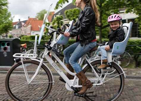 siège bébé remorque vélo conseils et solutions pour emmener un enfant à vélo