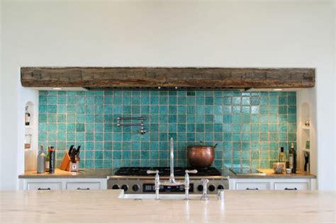 adhesif carrelage cuisine le carrelage mural en 50 variantes pour vos murs