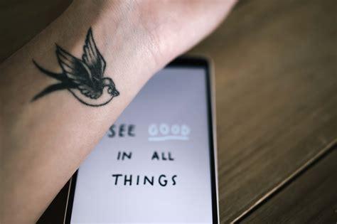 tatouage hirondelle signification tatouage hirondelle signification et symbolique of