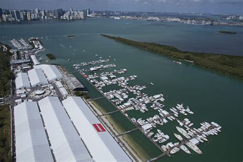 Miami Boat Show Manufacturers by Miami Show Attendance Up 4 Percent 2015 Boating