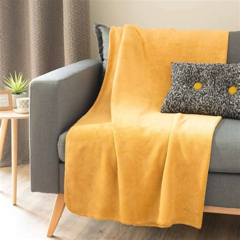 plaid doux jaune moutarde 150 x 230 cm chaleur maisons