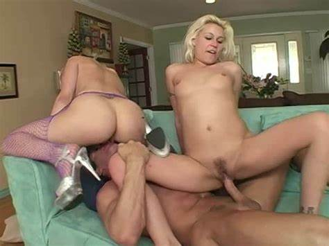 Sloppy Babysitter Rides Sleazy And Cremes On Penis