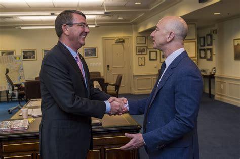 Fitxer:Jeff Bezos and Ash Carter.jpeg - Viquipèdia, l ...