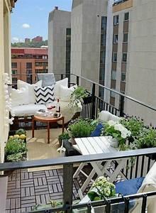 50 ideen wie man die kleine terrasse gestalten kann With markise balkon mit tapete blumen blau
