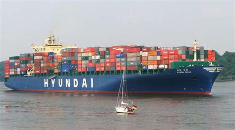 Alle versuche, das verunglückte containerschiff »ever given« im suezkanal aus seiner querlage zu befreien, sind bislang gescheitert. Hyundai Busan- Containerschiff Foto & Bild ...