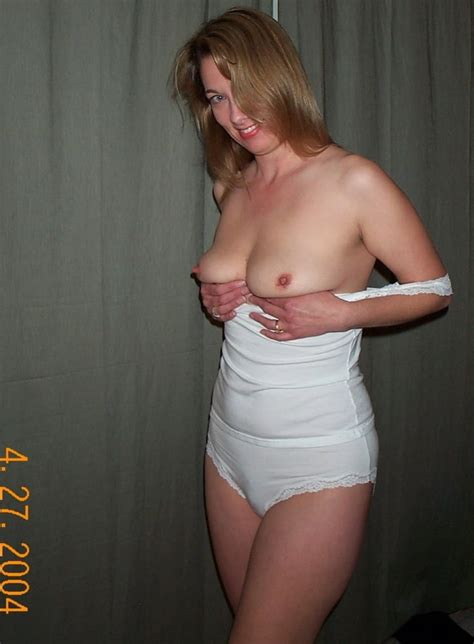 Hot Amateur Mom Rebecca Stripping And Naked Pics