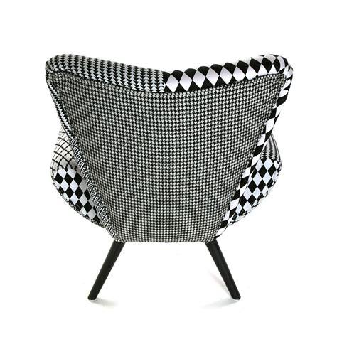 fauteuil forme design en tissu patchwork blanc et noir et