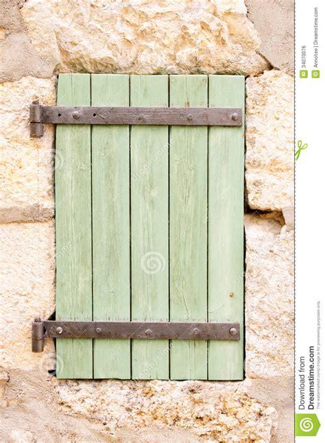 vieux volets en bois vieux volet en bois de fen 234 tre image libre de droits image 34070076