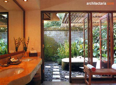 merencanakan kamar mandi  konsep terbuka open air
